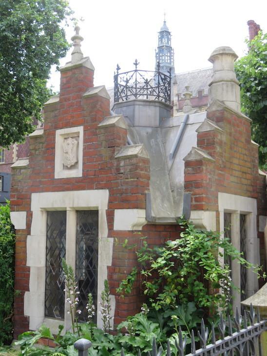 3b  ostler s house  lincoln s inn - 13 More Of London's Most Surprising Buildings