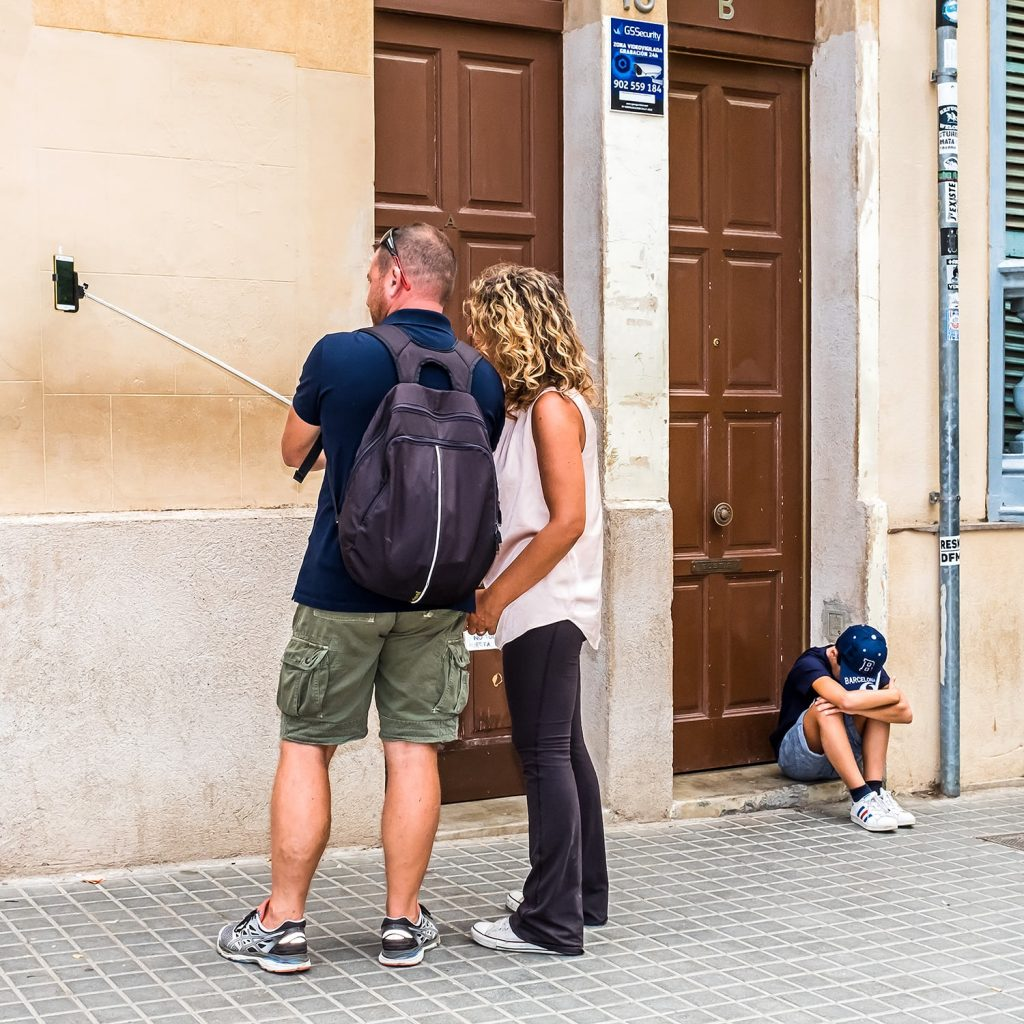 1500 17 1024x1024 - Selfies and sweat stains: bad holidays and bored tourists
