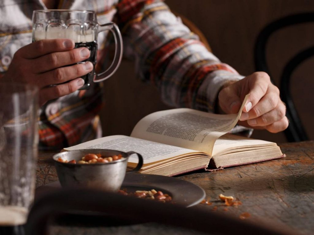 pub book 1024x768 - Why is reading in the pub so enjoyable? In praise of a very British pastime