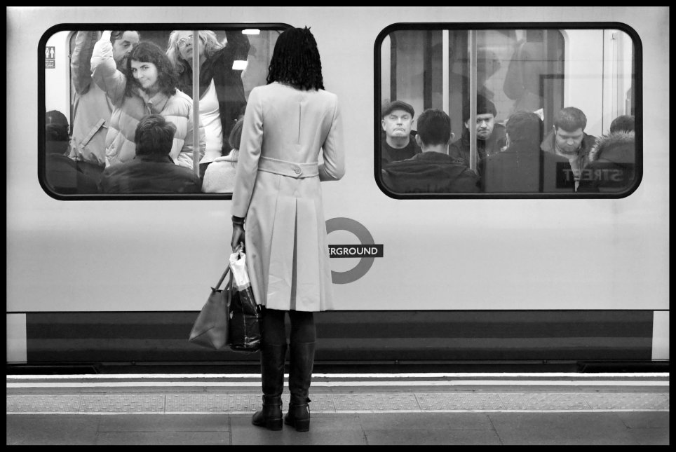 SEI 58960001 - Photographer secretly documents people's commutes on The Tube