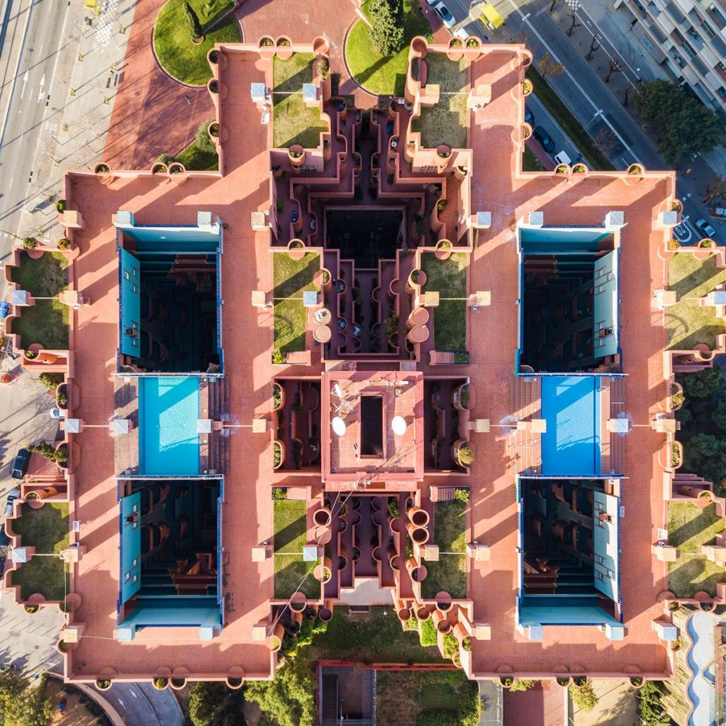 a28daf3db42b7816f84d191f242df0fda4306e32 2200 1024x1024 - Aerial photographs of Barcelona reveal the geometric patterns of the coastal city
