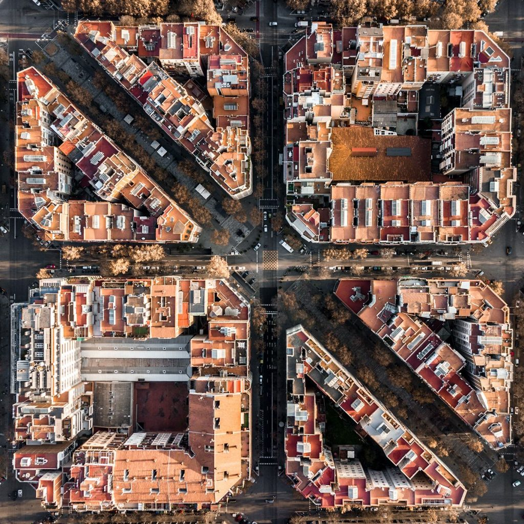 ca4fcd3ff7c61b4d6f7f933634bdfe960a26e8b8 2200 1024x1024 - Aerial photographs of Barcelona reveal the geometric patterns of the coastal city